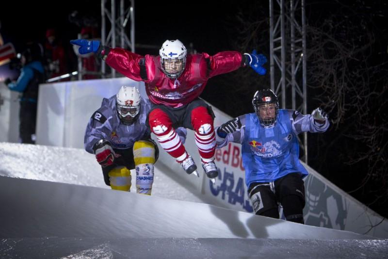 """""""Red Bull Crashed Ice"""" Maskavā bez pārsteigumiem –soms un kanādietis atkal pirmie"""