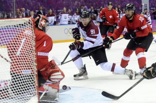 Latvijas hokejam vēsturiska uzvara un olimpiskais ceturtdaļfināls