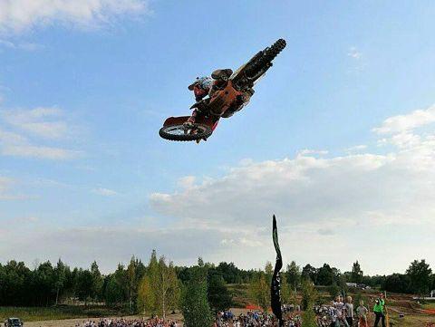 Līvs uzvar lēcienu konkursā un ziedo naudu motokrosista Purekļa rehabilitācijai