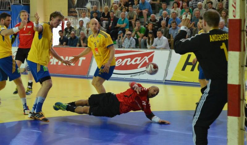 Latvijas handbolistiem bezierunu zaudējums pret Zviedriju