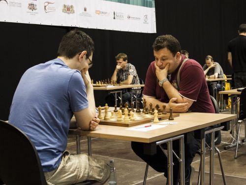 """Šaha turnīrā """"RTU Open"""" pēc trim kārtām desmit līderu vidū arī Širovs"""