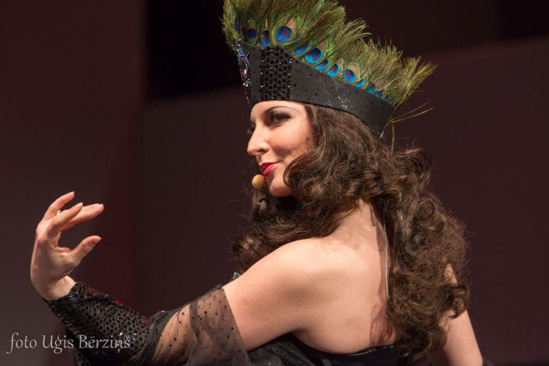 Pirmo reizi Irma Pavāre Tangolitas lomā operetē Balle Savojā (+VIDEO)