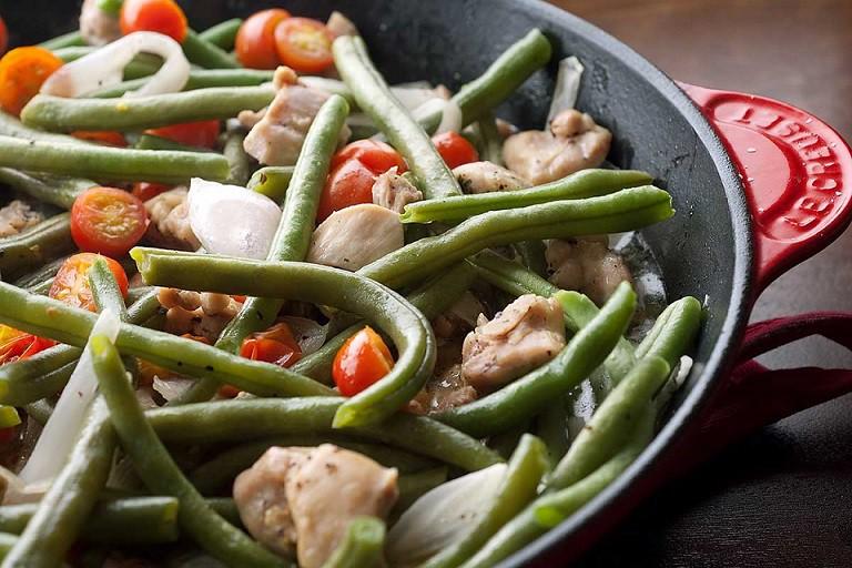 Karstie vistas gaļas salāti