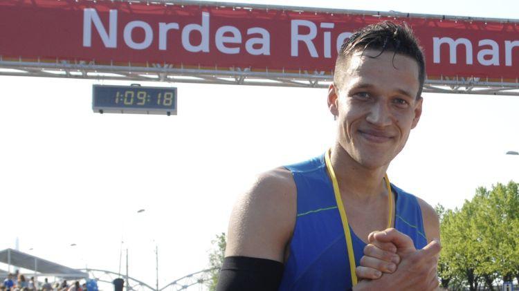 Skrējēji Višķers un Serjogins labo personīgos rekordus pasaules čempionātā pusmaratonā