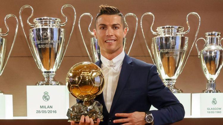 "Ronaldu ceturto reizi iegūst ""Ballon d'Or"" balvu"