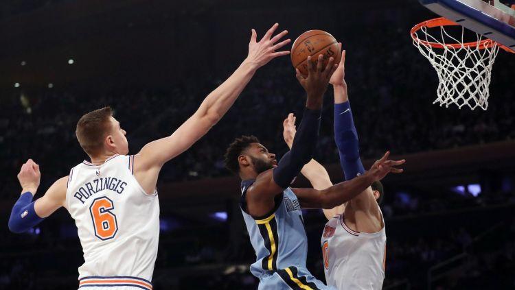 """Porziņģa 18 punkti un veiksmīgā mača galotne sekmē """"Knicks"""" uzvaru"""
