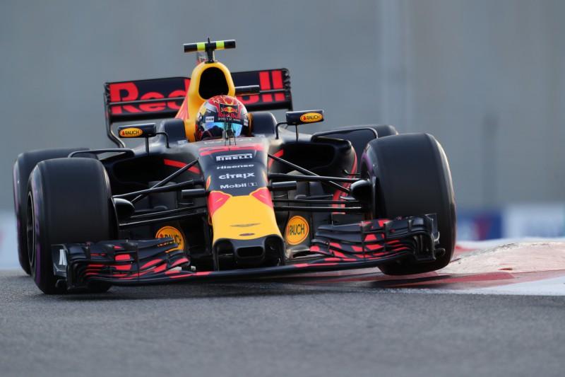 """""""Red Bull"""" jauno mašīnu prezentēs pirmā, """"Toro Rosso"""" sola pārsteigumu"""