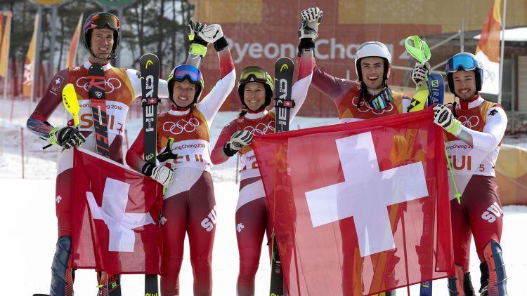 Šveice pārspēj Austriju kalnu slēpošanas komandu sacensību finālā