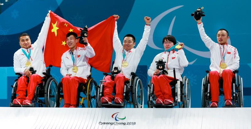 Paralimpiskajā ratiņkērlinga turnīrā pirmo reizi vēsturē triumfē Ķīna