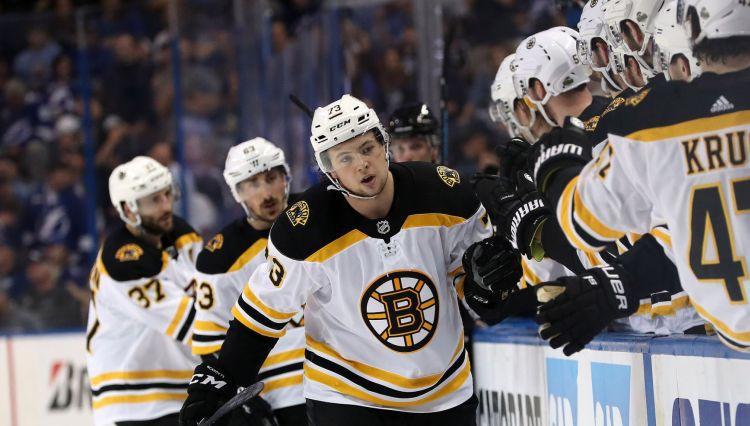 """ASV izlasei pievienosies jaunais """"Bruins"""" aizsargs Makavojs"""