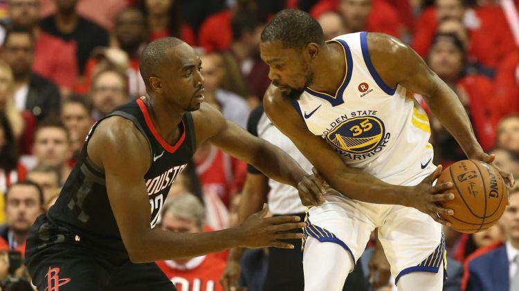 """""""Warriors"""" ar uzvaru viesos atklāj sēriju pret """"Rockets"""""""
