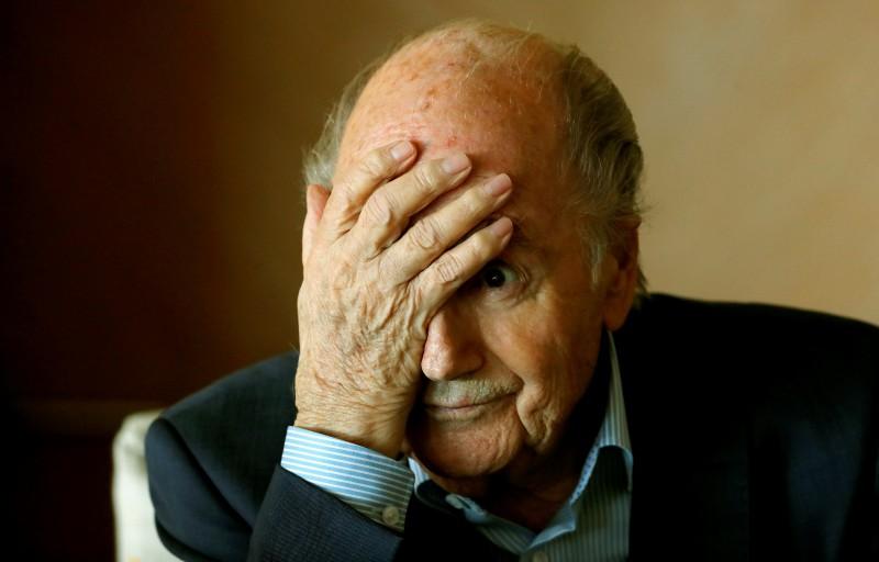 FIFA tiesvedības ceļā mēģinās atgūt naudu no Blatera un Platinī