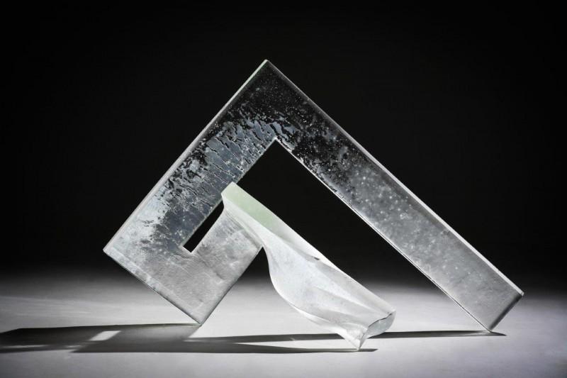 """Izstāde """"Viņa un viņš"""" – Andas Munkevicas un Daiņa Gudovska  stikla mākslas darbi dialogā"""