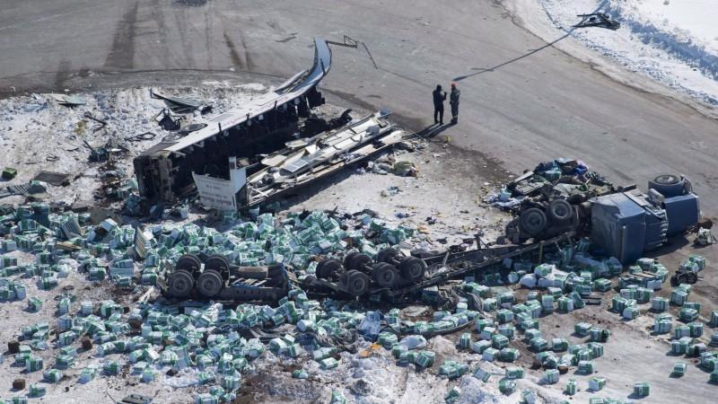 """Kanādas policija """"Broncos"""" nāvējošo avāriju izraisījušajam šoferim izvirza 29 apsūdzības"""