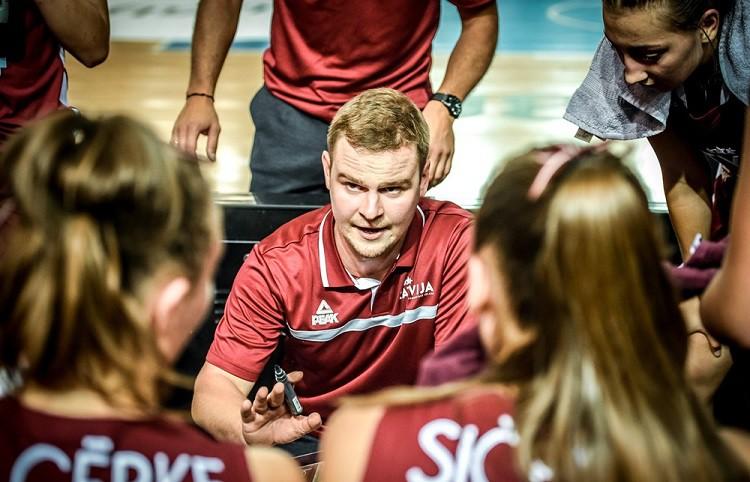 Latvijas U16 meiteņu izlasi turpinās vadīt Rožlapa