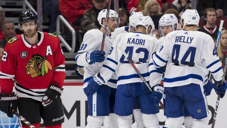 """Tavaresam """"hat-trick"""" un Metjūzam 2+2 Toronto dramatiskā uzvarā Čikāgā"""