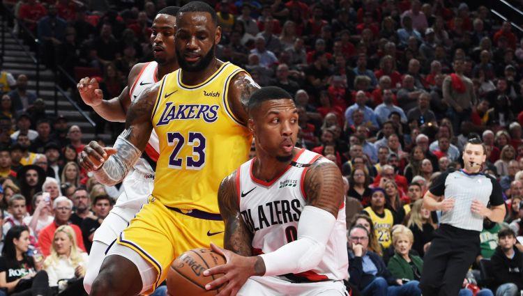 """Džeimsa debijā """"Lakers"""" piedzīvo zaudējumu Portlendā"""