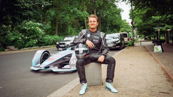 """Rosbergs: """"Es vairs neesmu spējīgs startēt formulu sacīkstēs"""""""
