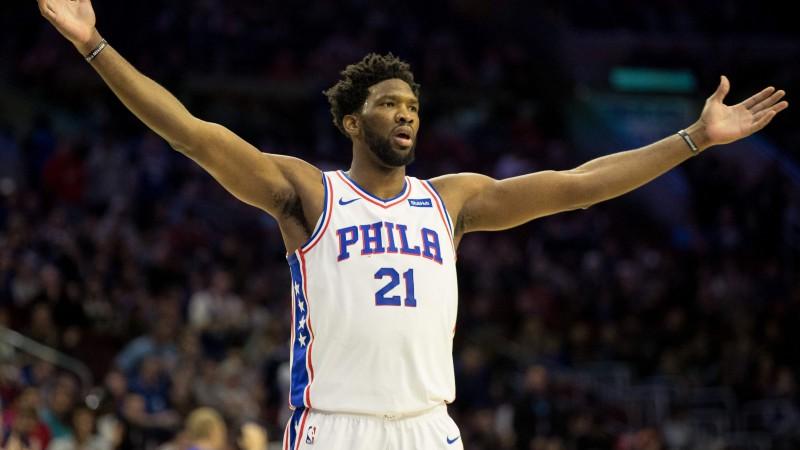 """Embīds iemet 32 punktus puslaikā, """"76ers"""" droši pieveic """"Pistons"""""""