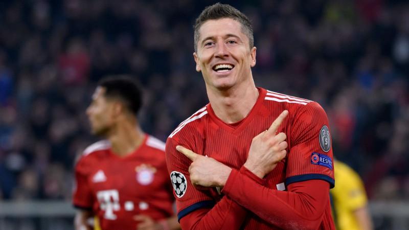 """""""Bayern"""" iesit sešas bumbas """"Wolfsburg"""" vārtos un pārņem vadību"""