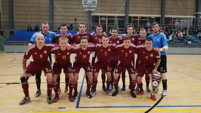 Baklanovs un Matjušenko izrauj telpu futbola izlasei grūtu uzvaru pār Igauniju