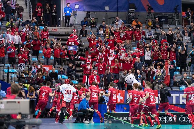 Šveice vien papildlaikā tiek galā ar norvēģiem, labots apmeklētības rekords