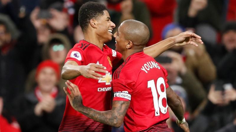"""""""United"""" grauj """"Fulham"""" un beidzot izcīna trīs punktus, """"Arsenal"""" izrauj uzvaru"""