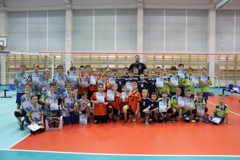 Rīgā uzvar RVS jaunie volejbolisti