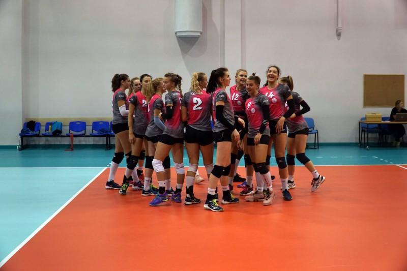 """RVS volejbolistes """"izkapā"""" uzvaru piecos setos, Levinskai 27 punkti"""