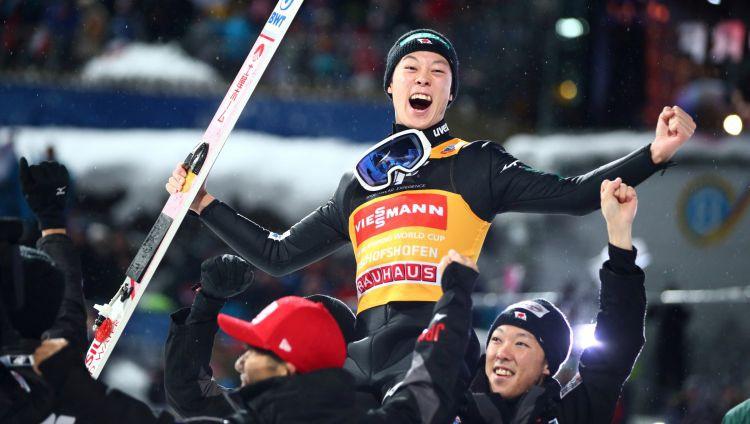 Četru tramplīnu turnejā absolūtais triumfs japānim Kobajaši
