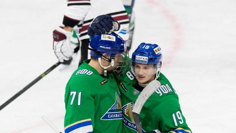 """Pret """"Dinamo"""" uzvaras vārtus guvušais Burdasovs – KHL nedēļas labākais uzbrucējs"""