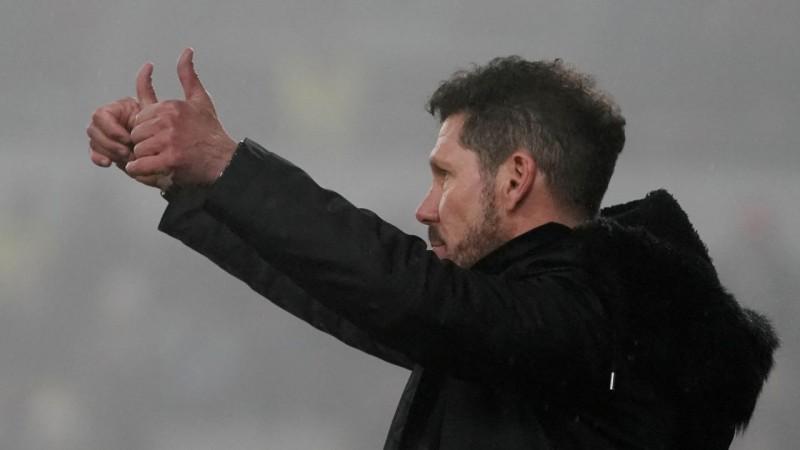 """""""Atletico"""" fani dziesmā pauž atbalstu Simeones mantībai"""