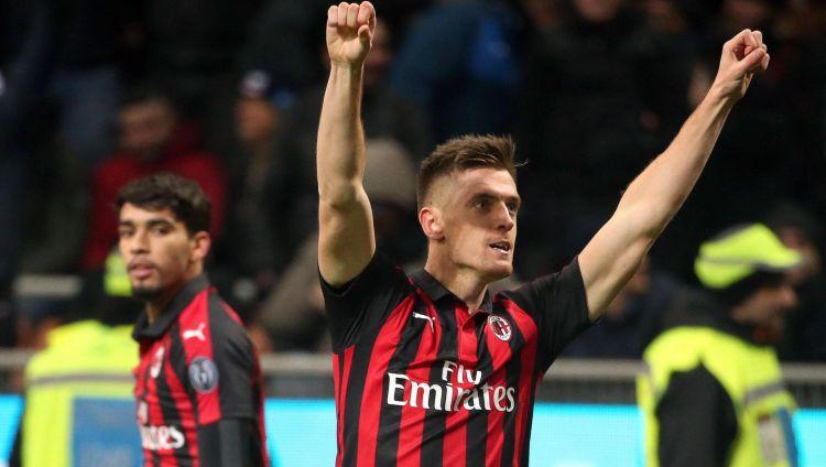 """Pjonteks Milānā ierodas ar troksni: divi vārti uzvarā pār """"Napoli"""""""