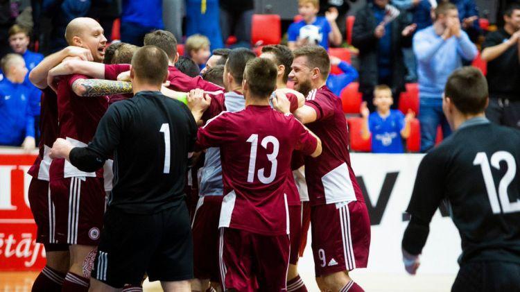 Latvijas izlase pieveic Angliju un iekļūst PK atlases otrajā kārtā