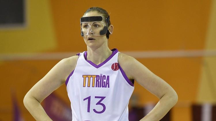 """Aija Brumermane: """"Lai pierastu, nēsāju masku arī trenažieru zālē"""""""