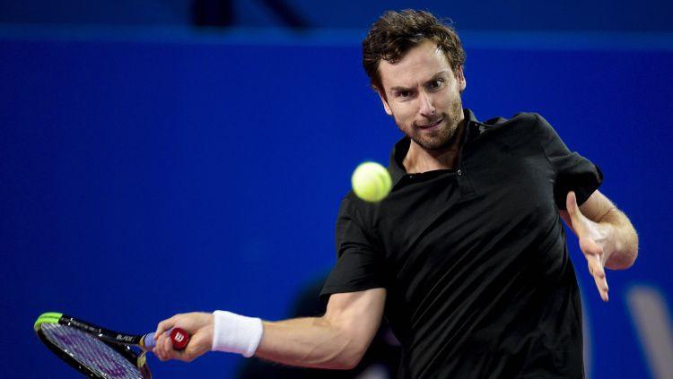 Gulbis trīs setu cīņā piekāpjas Moldovas tenisistam