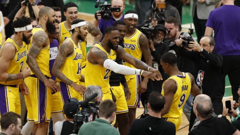 """Rondo līdz ar sirēnu izrauj """"Lakers"""" uzvaru pār """"Celtics"""""""