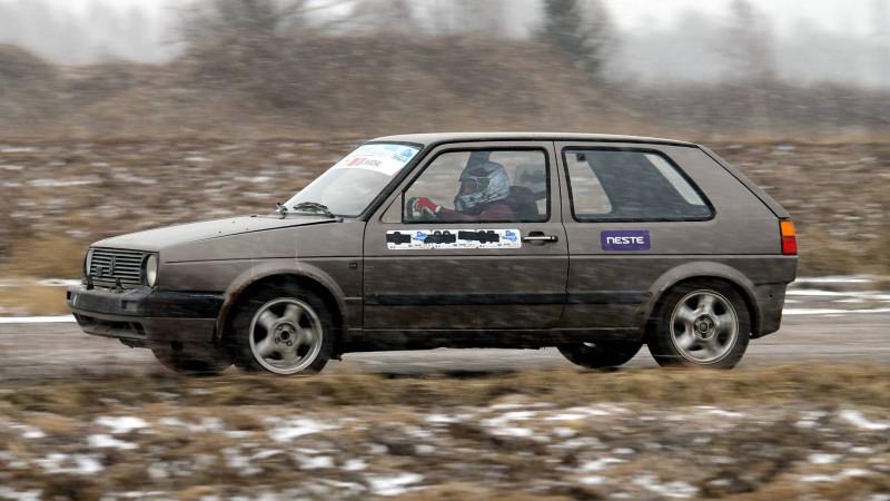 """Autosportisti mainīgos laikapstākļos Vaiņodē noslēdz """"Kurzemes ziemas kausu"""""""