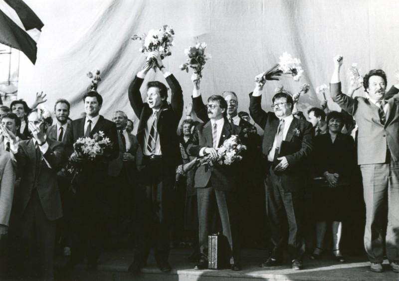 """4. maijā Tautas frontes muzejs aicina noskatīties dokumentālo  īsfilmu """"1990. gada maijs"""""""