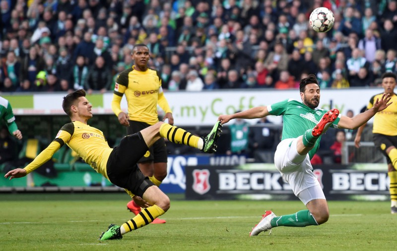 """Dortmunde izlaiž divu vārtu pārsvaru, """"Bayern"""" vēl tuvāk titulam"""