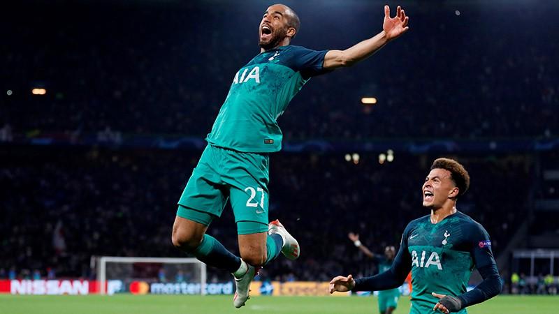 """Moura ar trīs vārtiem salauž """"Ajax"""" sirdis un ievelk """"Tottenham"""" finālā"""