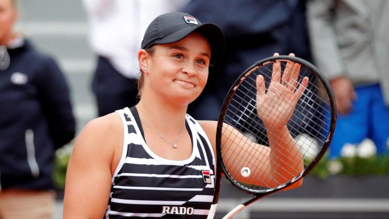 """Bārtija un Vondrušova ar atspēlēšanos sasniedz """"French Open"""" finālu"""