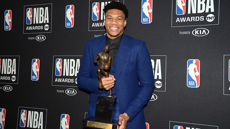 Starptautiskie spēlētāji dominē NBA balvās: Jannis - MVP, Luka - labākais debitants