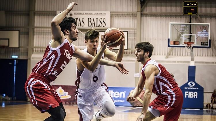 Latvijas U18 izlasei pamatīga sagrāve cīņā ar Lietuvas vienaudžiem
