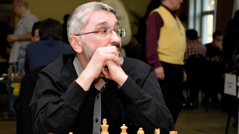 Šaha lielmeistars no Latvijas pieķerts šmaucamies turnīrā Strasbūrā