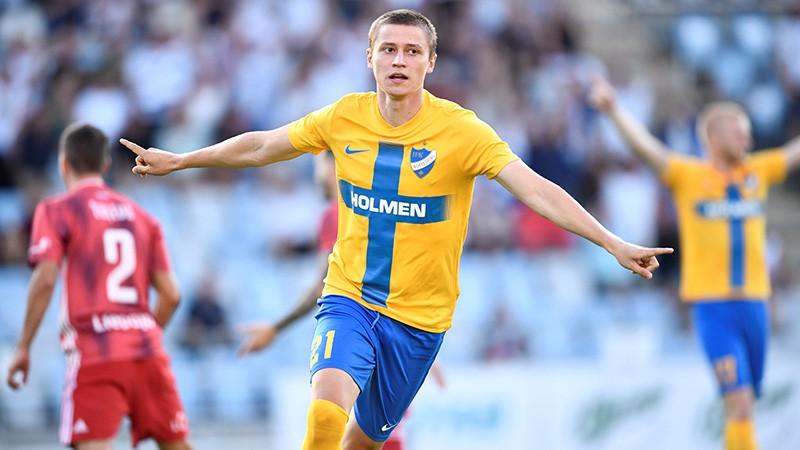 """Zviedri jau pirmajā minūtē izvazā """"Liepājas"""" aizsardzību un uzvar ar 2:0"""