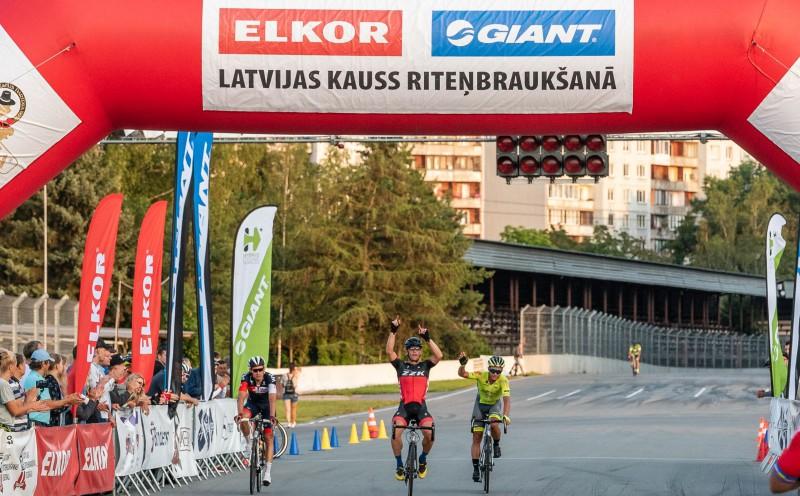 ''Elkor – Giant'' Latvijas kausa posmā Biķernieku trasē triumfē Knops; Liepiņš otrais