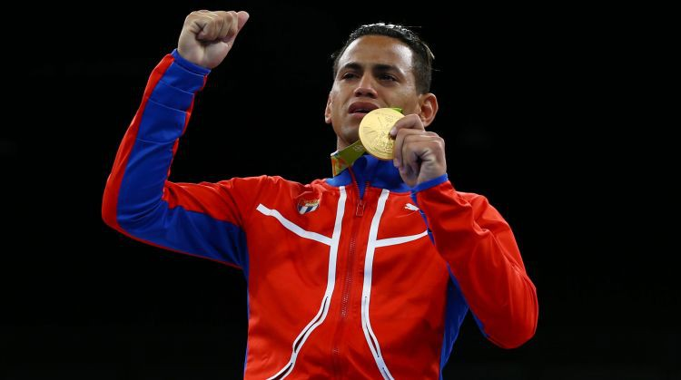 Divkārtējam olimpiskajam čempionam negaidīti vāja debija profesionālajā boksā