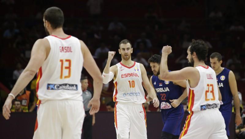 Spānija cīņā par labāku pretinieku ceturtdaļfinālā uzvar spēcīgo Serbiju
