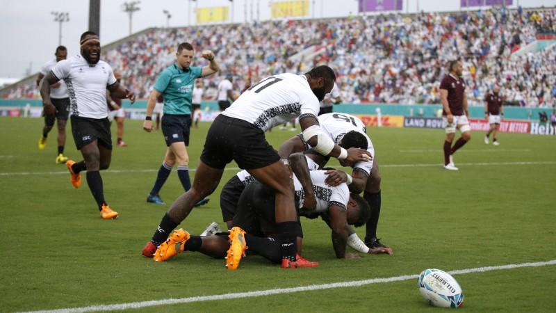 Gruzija sabrūk otrajā puslaikā, Fidži tiek pie pirmās uzvaras